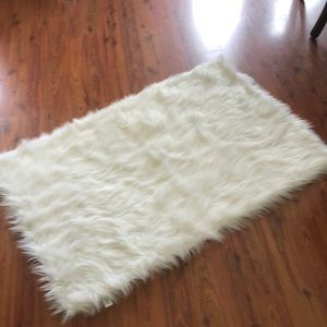 White faux fur area rug Great for Poshmark sellers